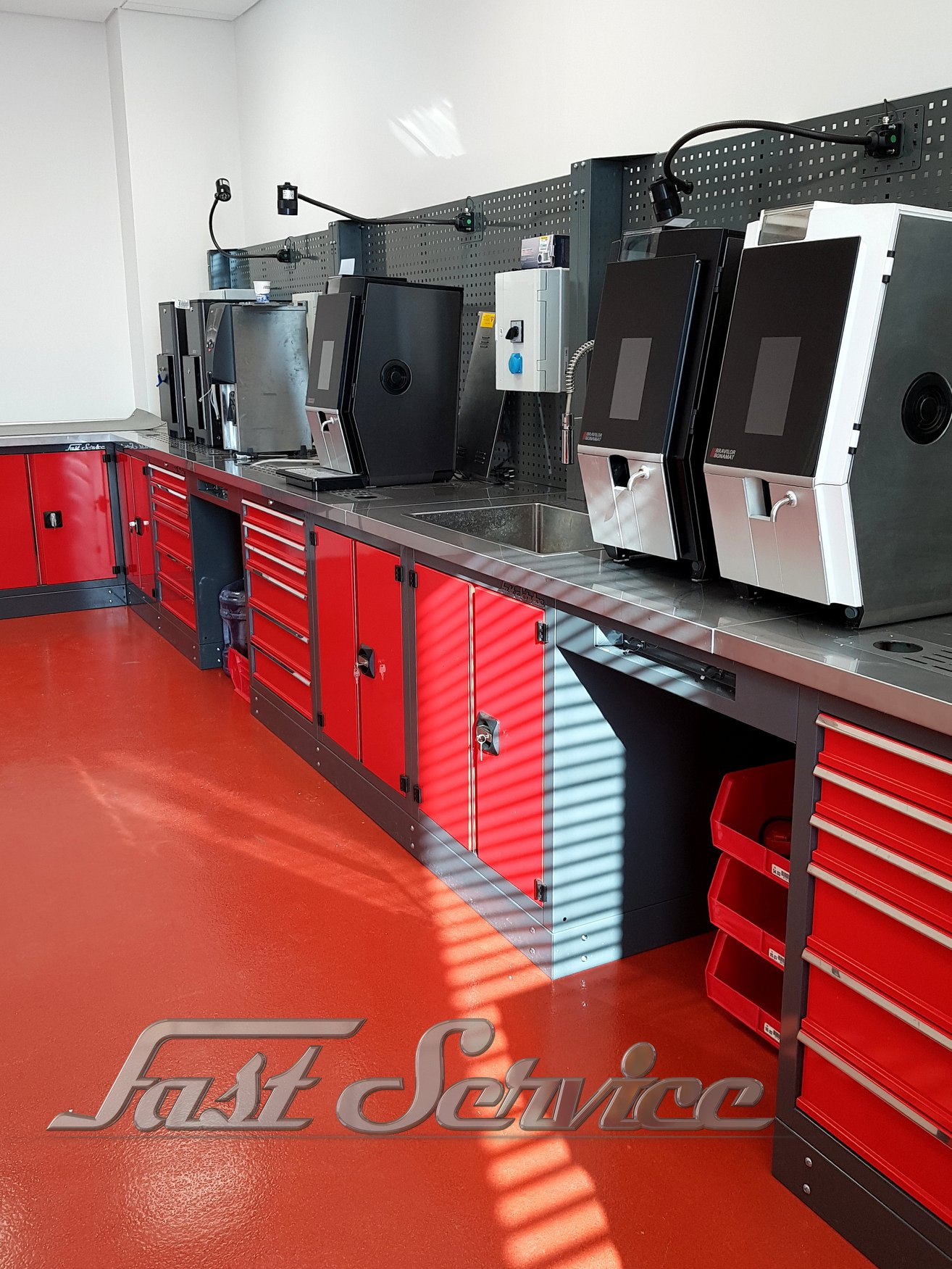 Projekt i wyposażenie w meble serwisu firmy Bravilor